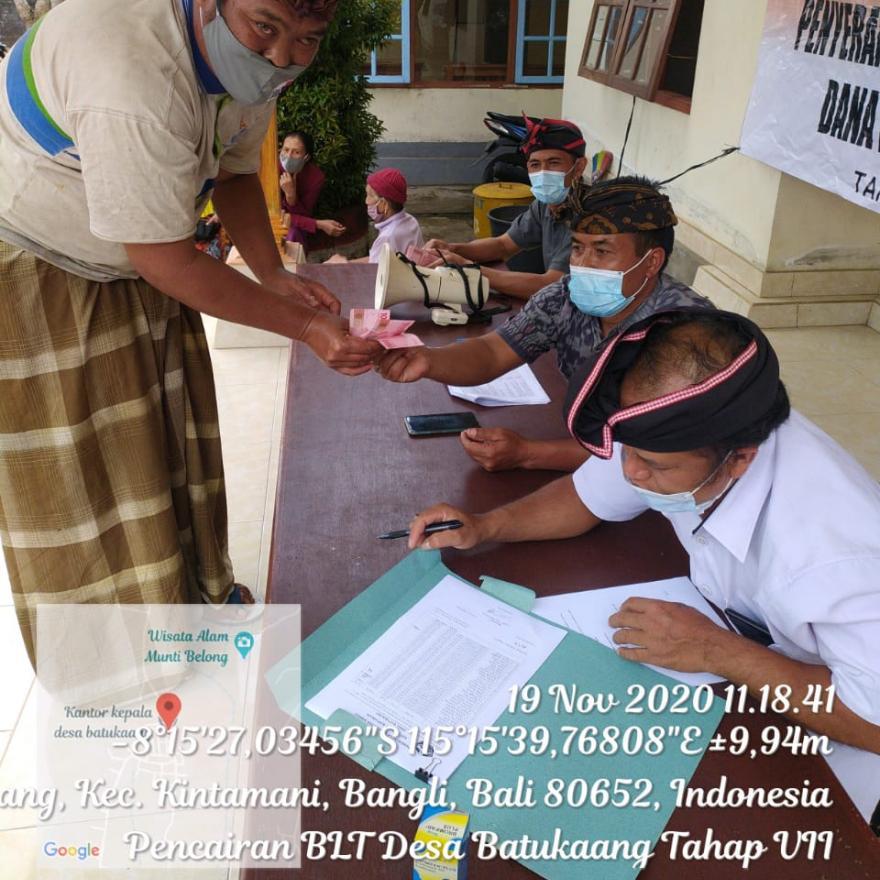 Penyerahan BLT DD Tahap 7 di Desa Batukaang